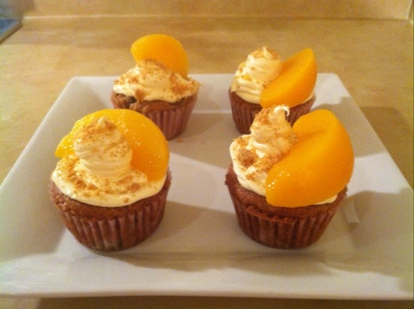 Peach Cobbler Cupcakes | The French Lilly